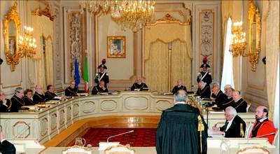 la Suprema Corte  conferma il divieto di trattenimento in servizio dei pubblici dipendenti