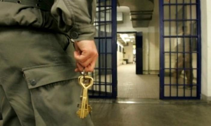 Dirigenti civili amministrazione penitenziaria: no valutazione maggiorazione scatti di stipendio sulla pensione e buonuscita